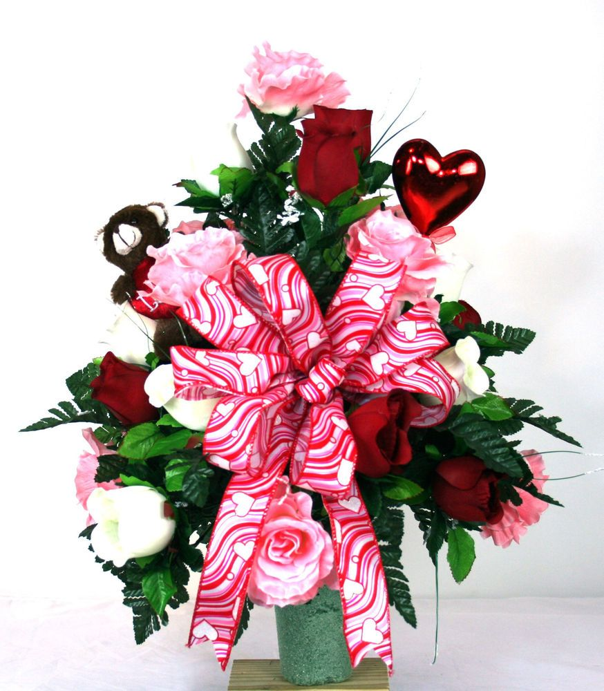 Beautiful red pink and white roses valentines cemetery vase beautiful red pink and white roses valentines cemetery vase flower arrangement reviewsmspy