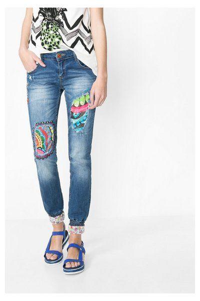 Jeans con puño elástico Desigual. ¡Descubre la moda de mujer con más  actitud! 1d07f1db7de9