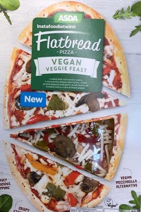 Cheesy Vegan Veggie Feast Pizzas Now At Asda Vegan Vegannews Plantbased Livekindly Vegan Hot Cross Buns Vegan Pizza Vegan Mince