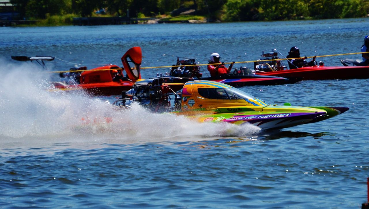 Attend The Annual Lakefest Drag Boat Races In August And Watch As Over 100 Boats Race Down The Liquid Quarter Mile Track At With Images Drag Boat Racing Boat Autumn Lake
