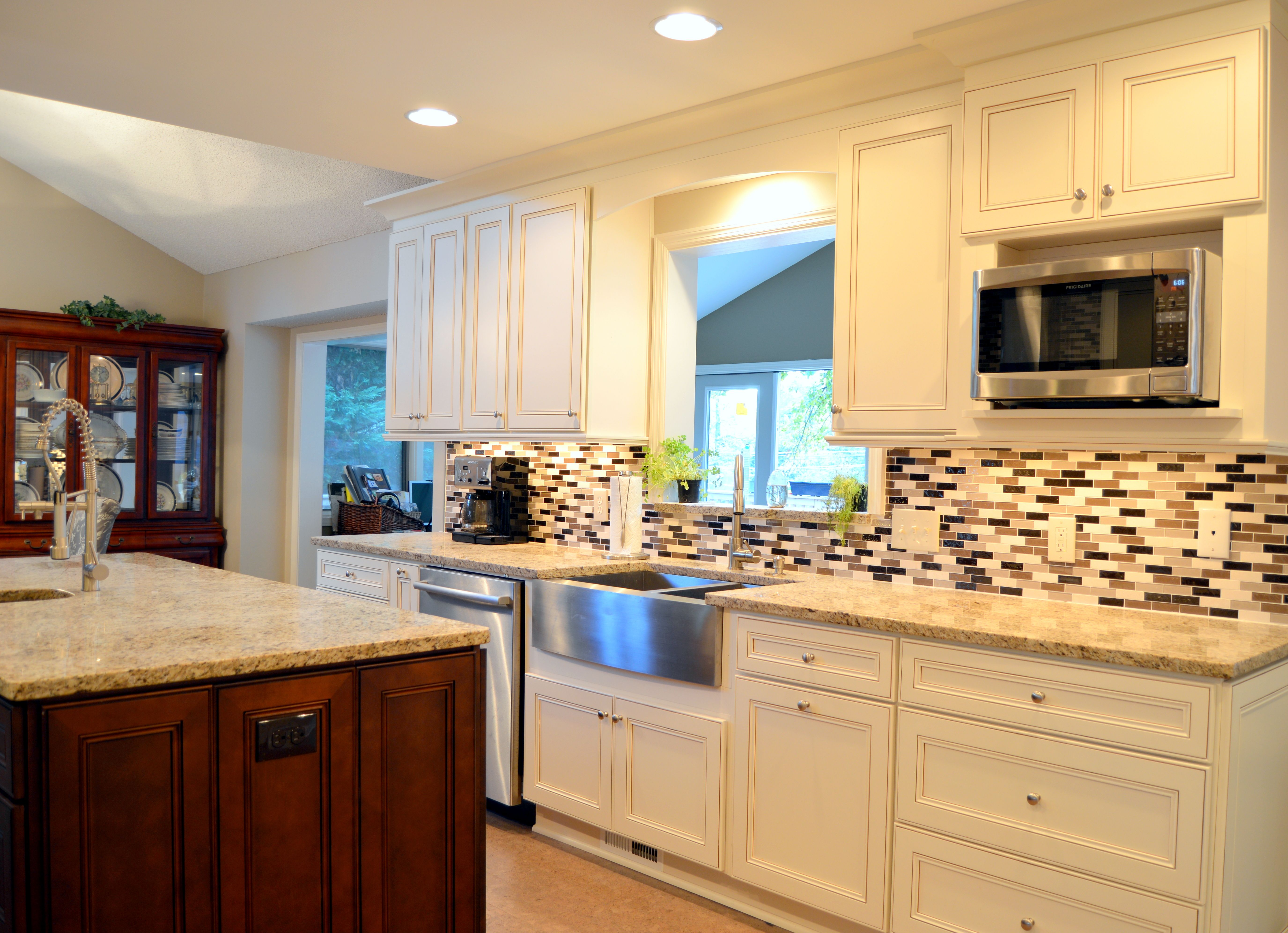 York Antique White And Chocolate Cabinets Mixed Glass Mosaic Backsplash Stainless Steel App Kitchen Remodel Small Kitchen Remodel Inexpensive Kitchen Remodel
