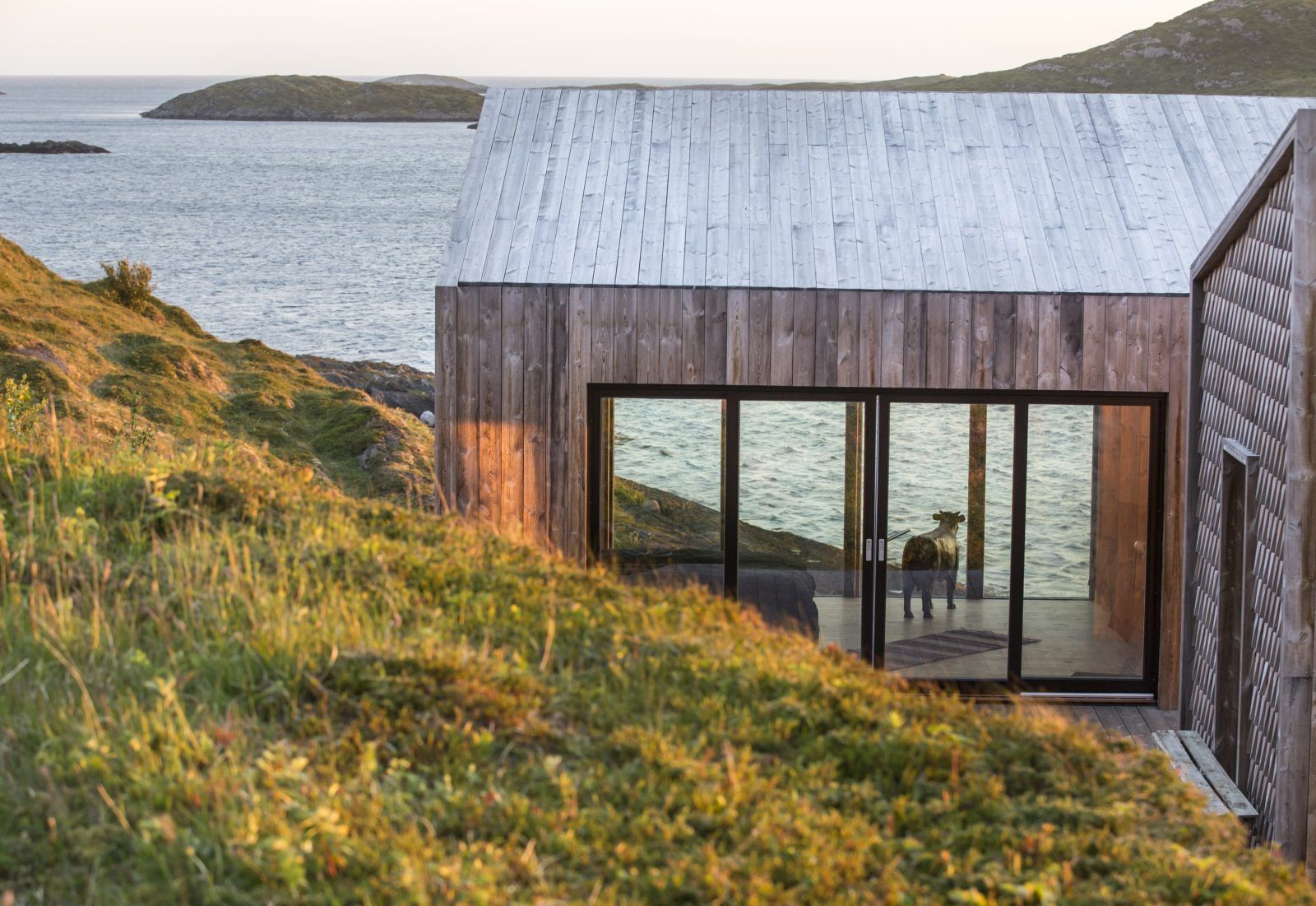 Our 9 bespoke tiny houses in the arctic archipelago of Fleinvær are finally open for booking. Surrounded by a wide horizon your stay at Fordypningsrommet Fleinvær will be an immersive experience allowing for perspective and an unforgettably deep connection with our natural environment.