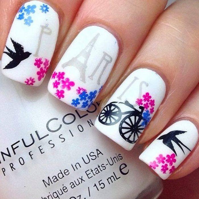Estilo de uñas parisino en color blanco con una bicicleta   Uñas ...