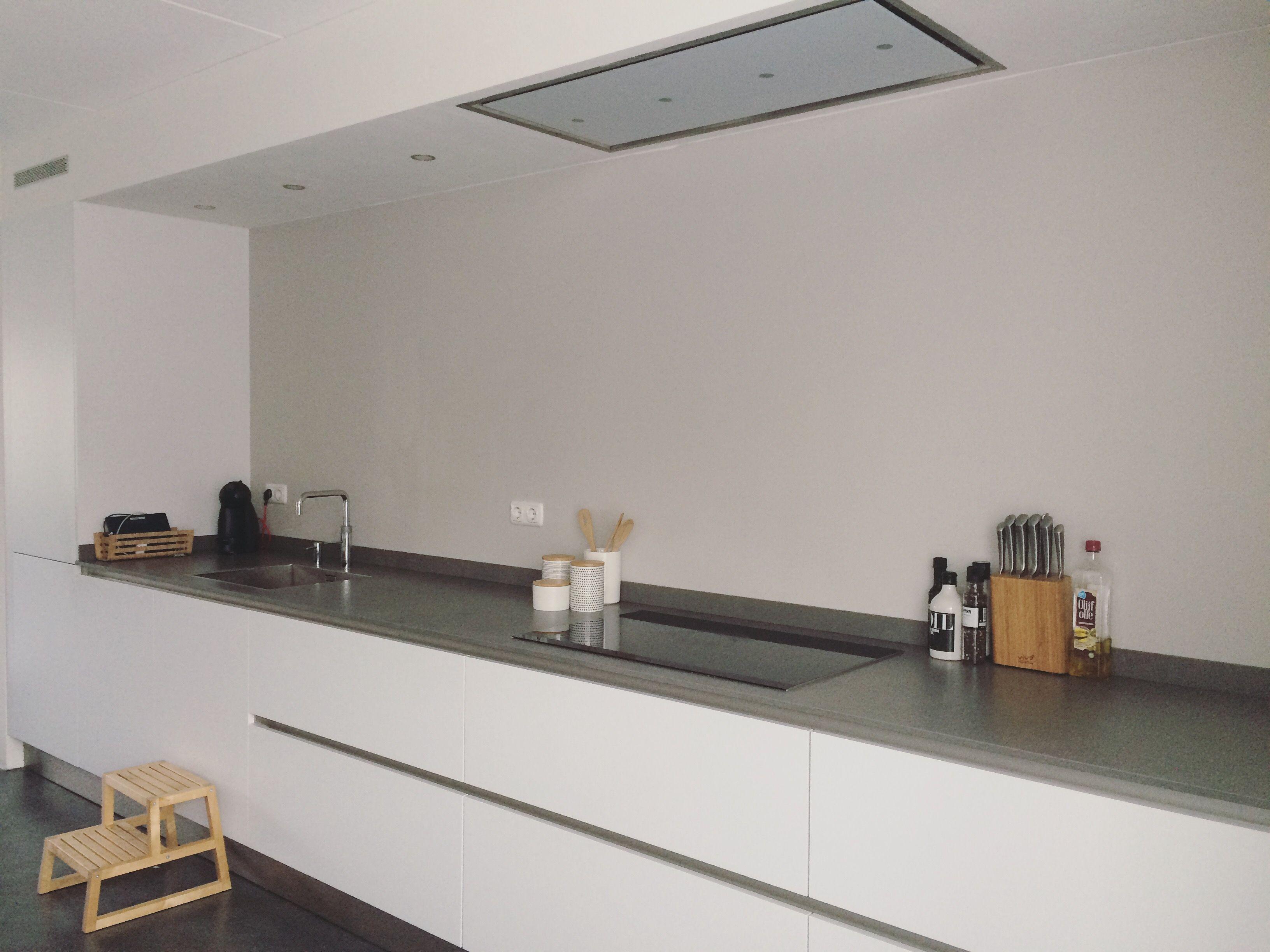 Afzuigkap In Plafond : Keuken witte keuken strakke keuken afzuigkap in koof in plafond