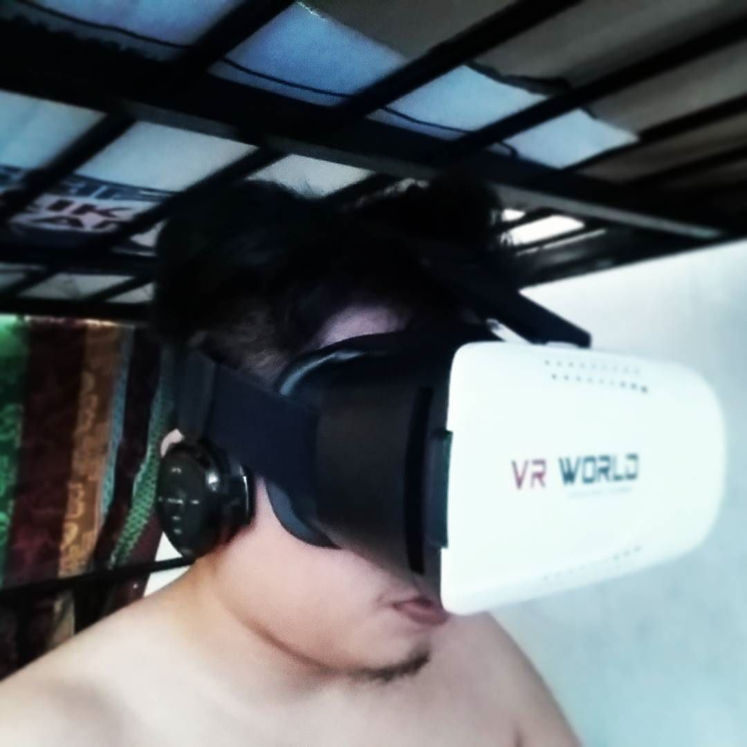 An awesome Virtual Reality pic! ..Baliw mode on.. #VR #virtualreality #glasses by jezz0902 check us out: http://bit.ly/1KyLetq