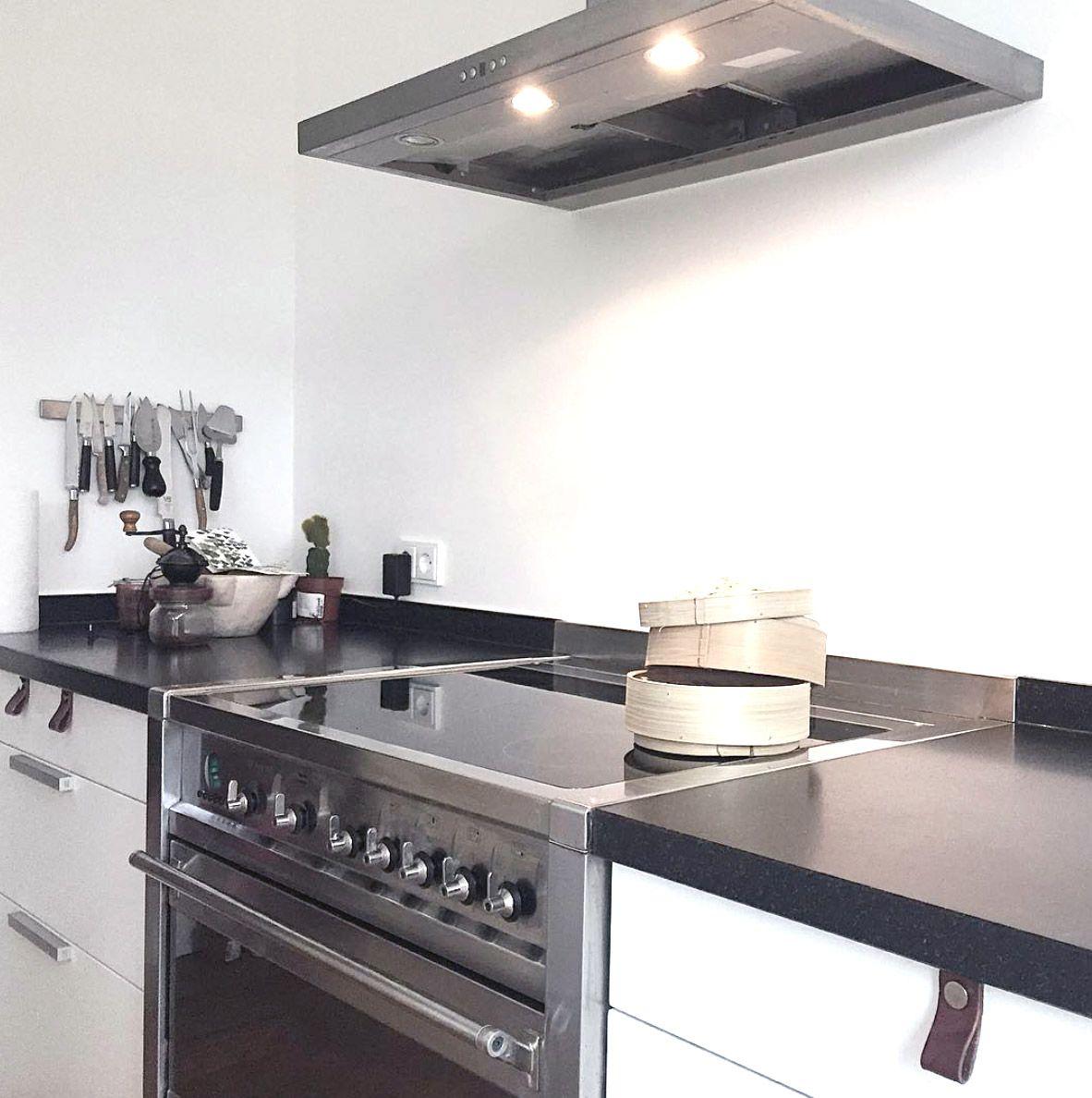 Ideen für küchenschränke ohne türen weissekuechefreihstehenderedelstahlherd  küchen in   pinterest