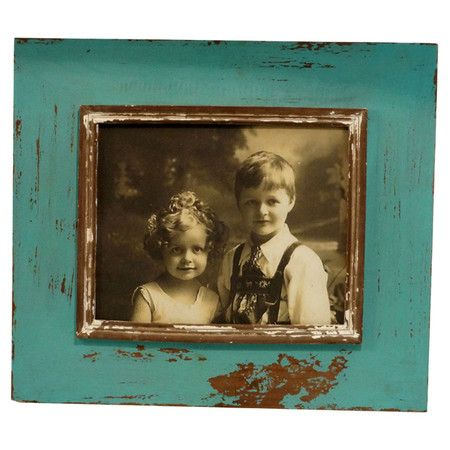 Display treasured memories and artful snapshots in chic style with this charming picture frame, showcasing a warmly weathered finish for heirloom appeal.