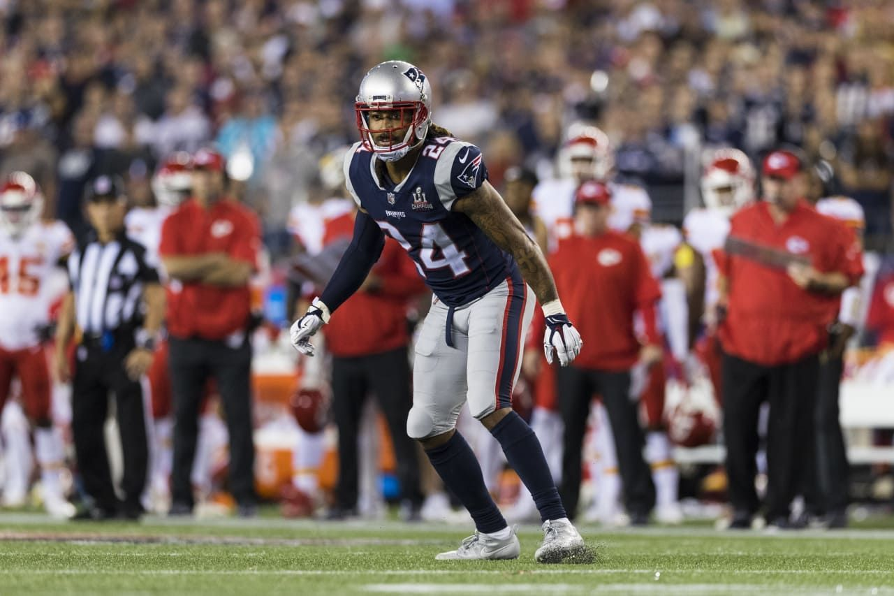New England Patriots Cornerback Stephon Gilmore 24 During An Nfl 2017 Kickoff Game Against The Kansas City Chi Football Football Helmets New England Patriots