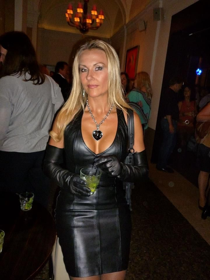 Milf dressed in leather gloves