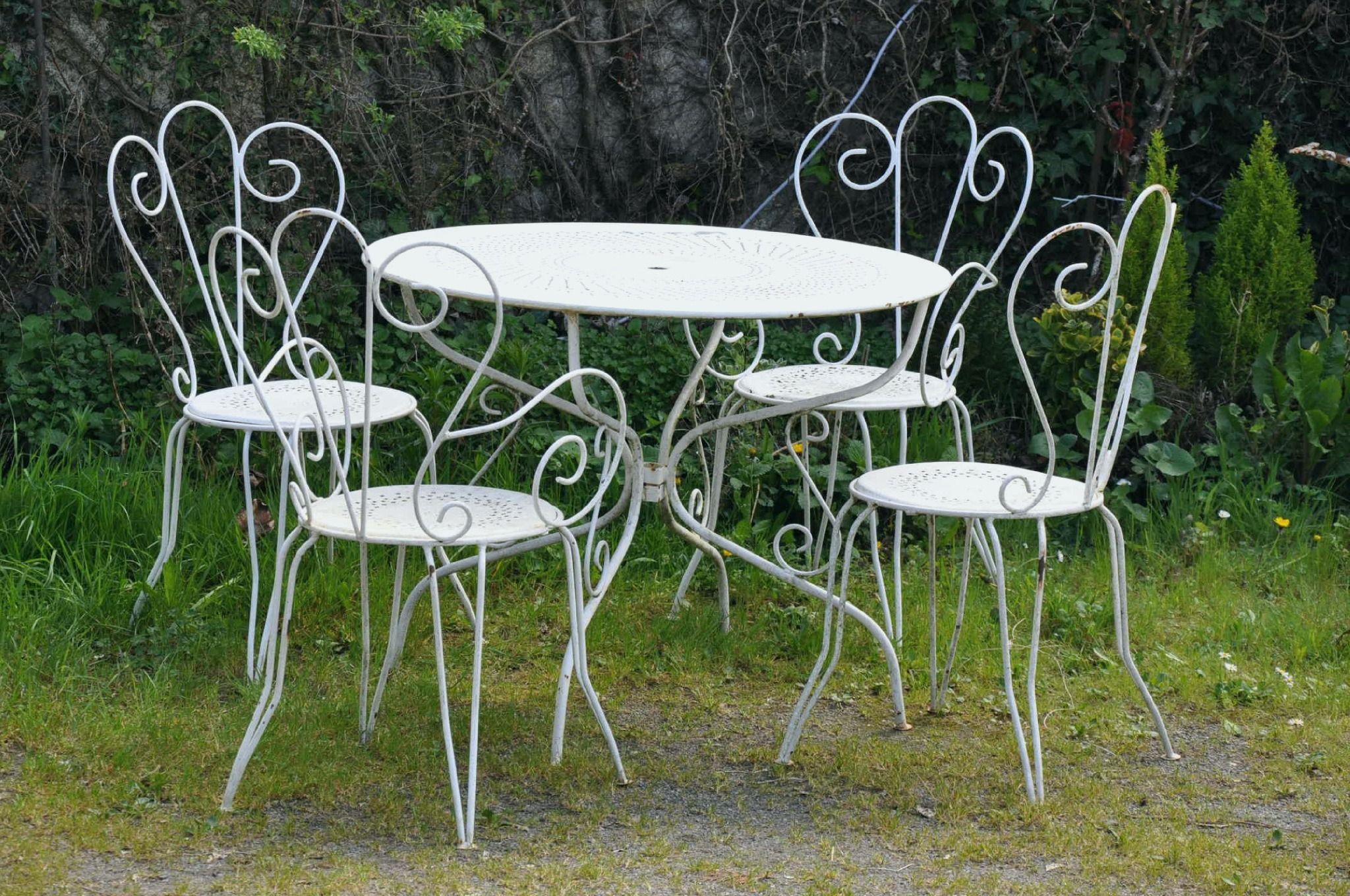 Table De Jardin Metal Avec Fresh Objet Decoration Jardin L Utilisation Des Tables De Jardin Peut Etre Une E In 2020 Outdoor Furniture Sets Dining Table Outdoor Decor