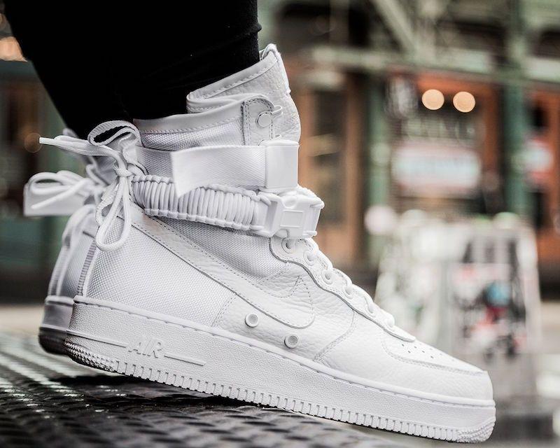 Nike Special Field Air Force 1 On Feet Tenis Branco Cano Alto Tenis Sapato Tenis Branco