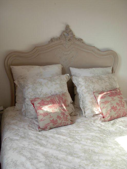 t te de lit l xv rocaille relooker la chambre ancienne. Black Bedroom Furniture Sets. Home Design Ideas