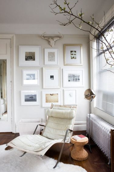 Gallery wall - B and sepia photos in white and gold frames // Fotoso ...