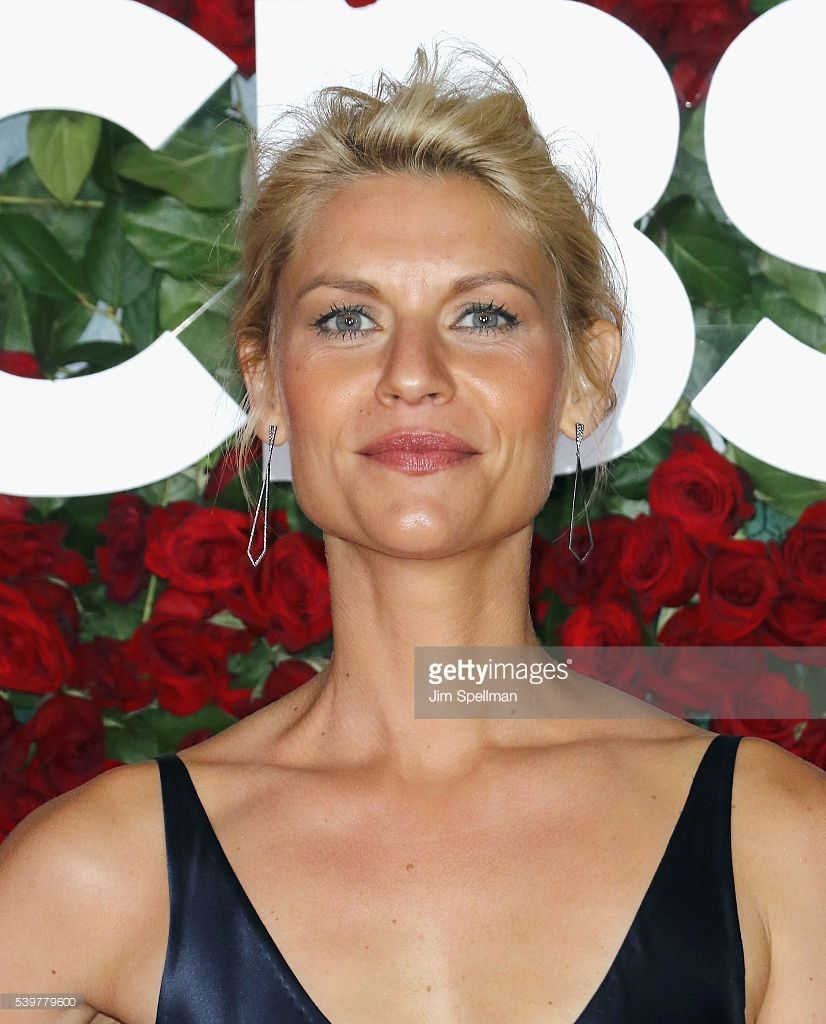 Actress Claire Danes attends the 70th Annual Tony Awards at Beacon Theatre on June 12, 2016 in New York City.