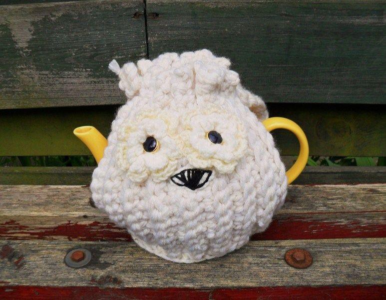 Crochet tea cosy Ollie the Owl keeps your tea warm.