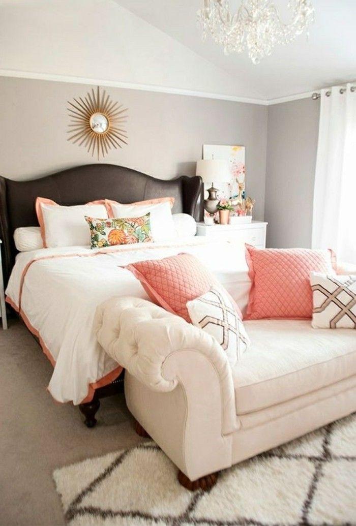 Schlafzimmer Dekorieren Braunes Bett Kronleuchter Sonnenspiegel
