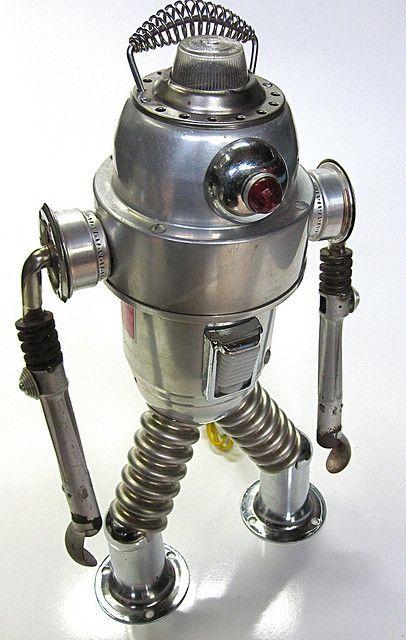 mr fog found object robot sculpture sculptures robots. Black Bedroom Furniture Sets. Home Design Ideas