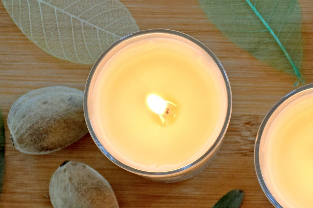 bougie d 39 ambiance cire d 39 abeille amande recette nos recettes cosm tiques. Black Bedroom Furniture Sets. Home Design Ideas