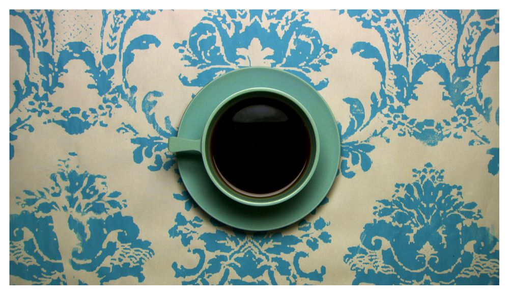 Project Décor- I like the background. And the cup. I just like the whole thing.