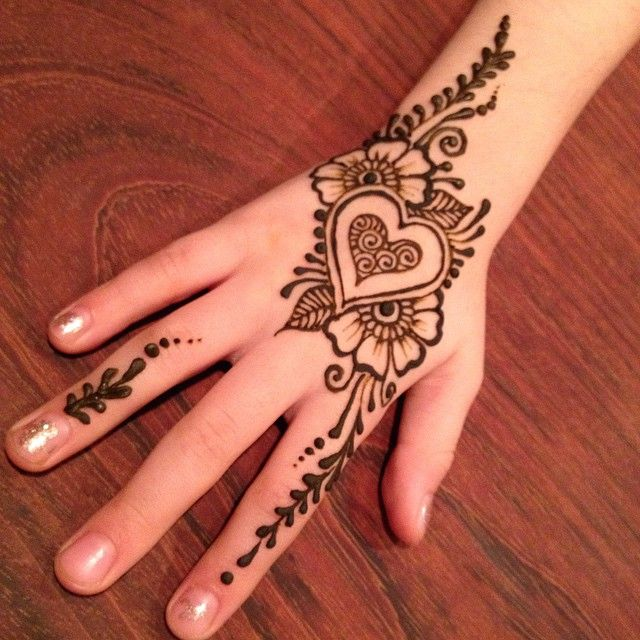 cutesy heart design henna ideaz tattooz pinterest hennas rh pinterest com beautiful henna heart designs heart henna designs step by step