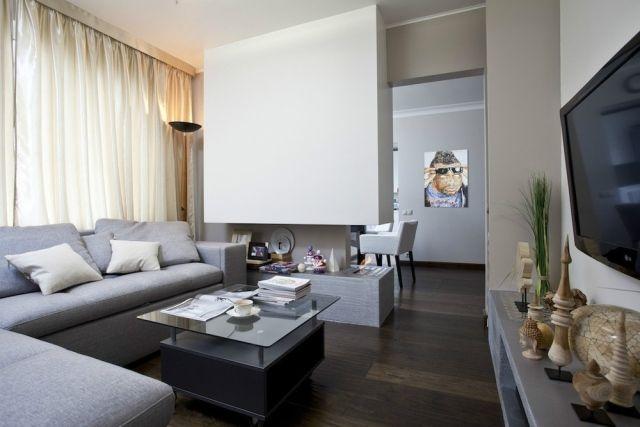 wohnzimmer modern einrichten graue möbel gas kamin raumteiler ... - Wohnzimmer Modern Einrichten Warme Tone