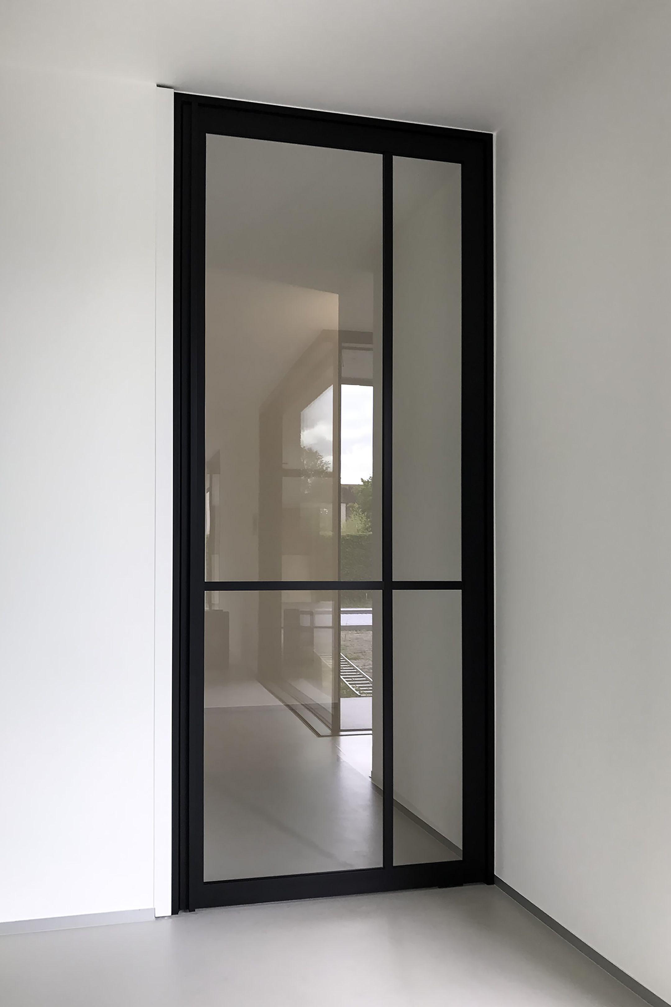 Portes Coulissantes Vitrées Intérieures porte vitrée sur pivot style atelier moderne #anywaydoors