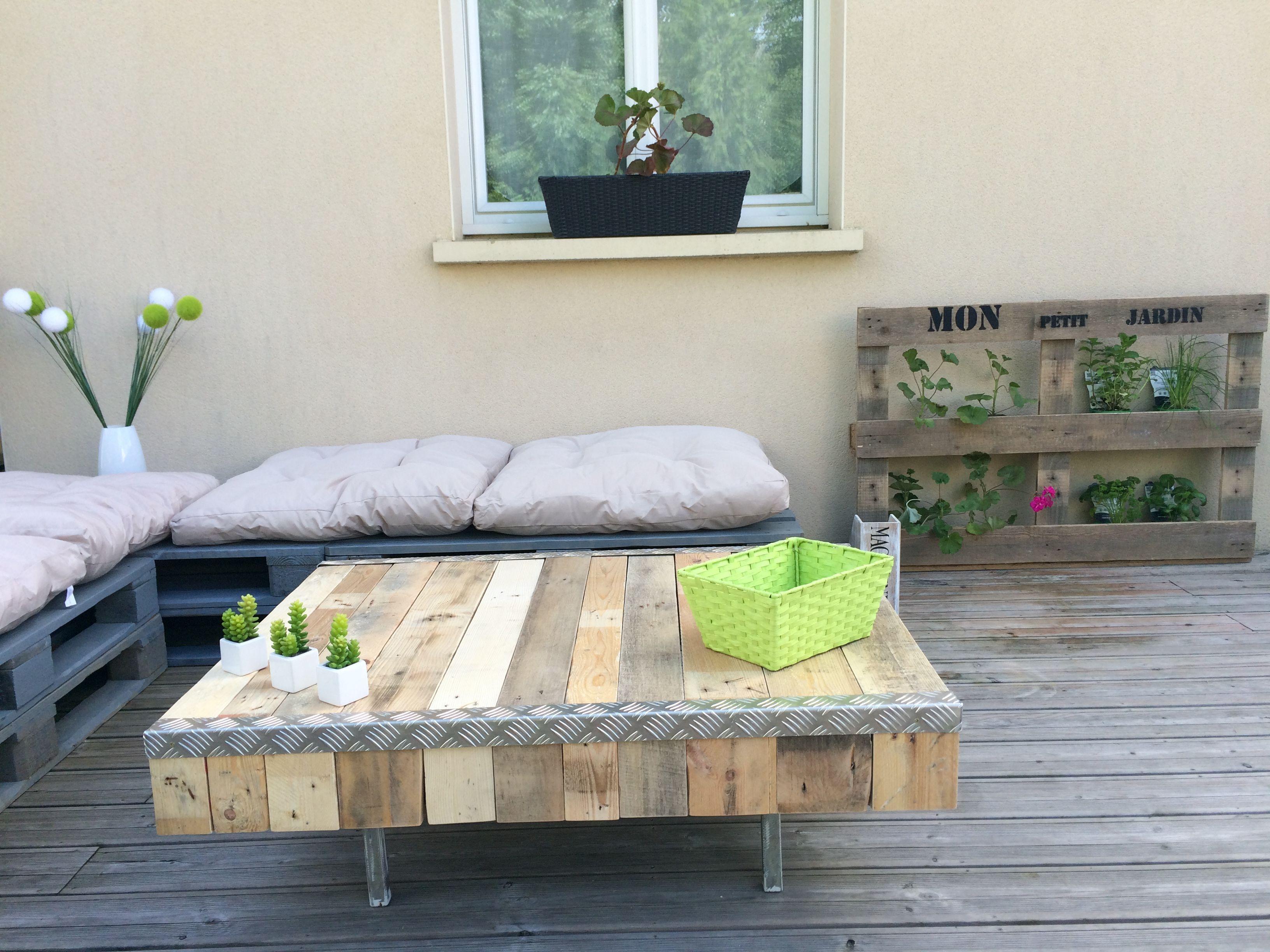 Table en bois de palette Meuble vintage en bois brut corni¨re en
