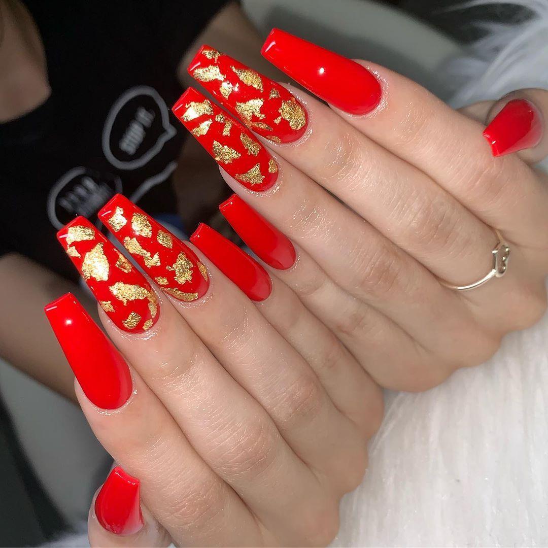 Yuli Salas On Instagram Gold Leaf Red Acrylic Nails Gold Acrylic Nails Coffin Nails Designs