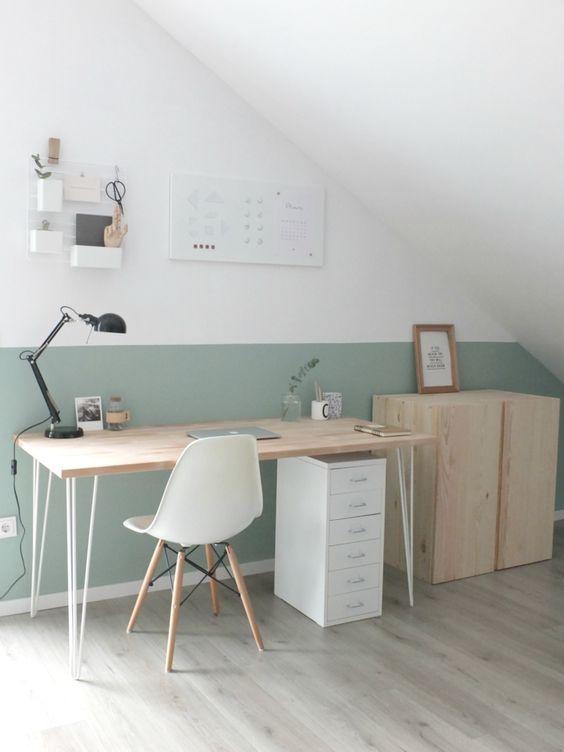 Schönes, helles Home Office mit Dachschräge studium Pinterest