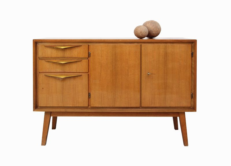 Vintage Kommoden 50er Sideboard Nussbaum Messing Ein Designerstuck Von Silent Cube Bei Dawanda Sideboard Nussbaum Sideboard Kommode Vintage