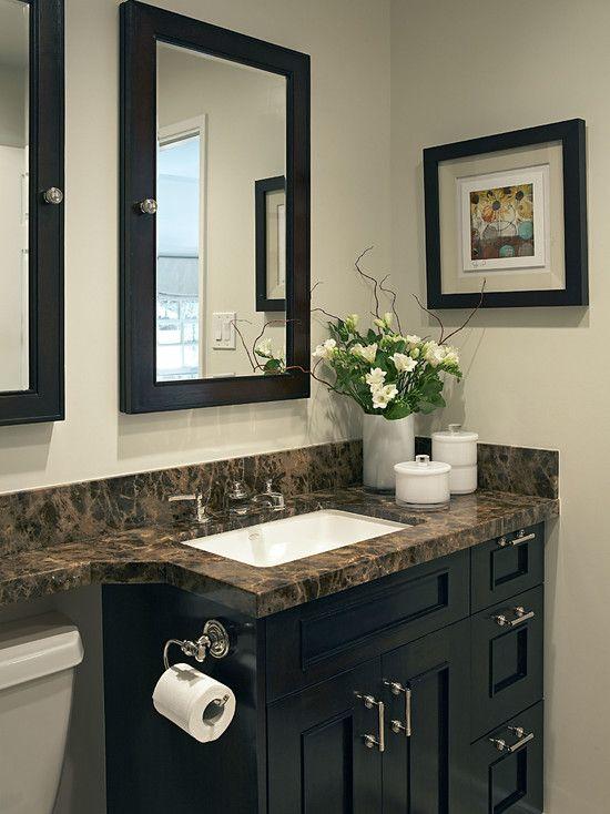 ديكورات الحمامات الصغيرة اذا كنت بتفضل تعليق صيدليه خلى ضرفتها مرايا و أفضل مكان ليها فوق الت Eclectic Bathroom Design Eclectic Bathroom Small Bathroom