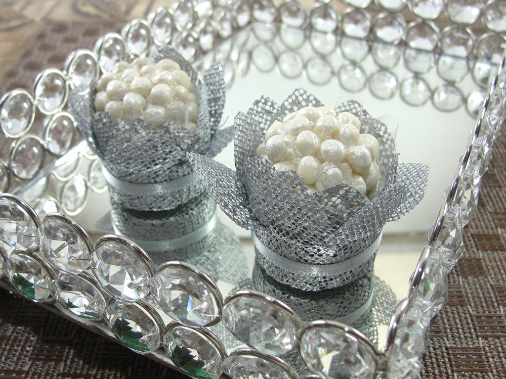 Forminhas para Doces Finos em Tela : Caixeta Bromélia : Prata - Para decoração de mesa de doces em casamentos, formaturas, 15 anos, aniversários. http://vitrine.elo7.com.br/maisformosa