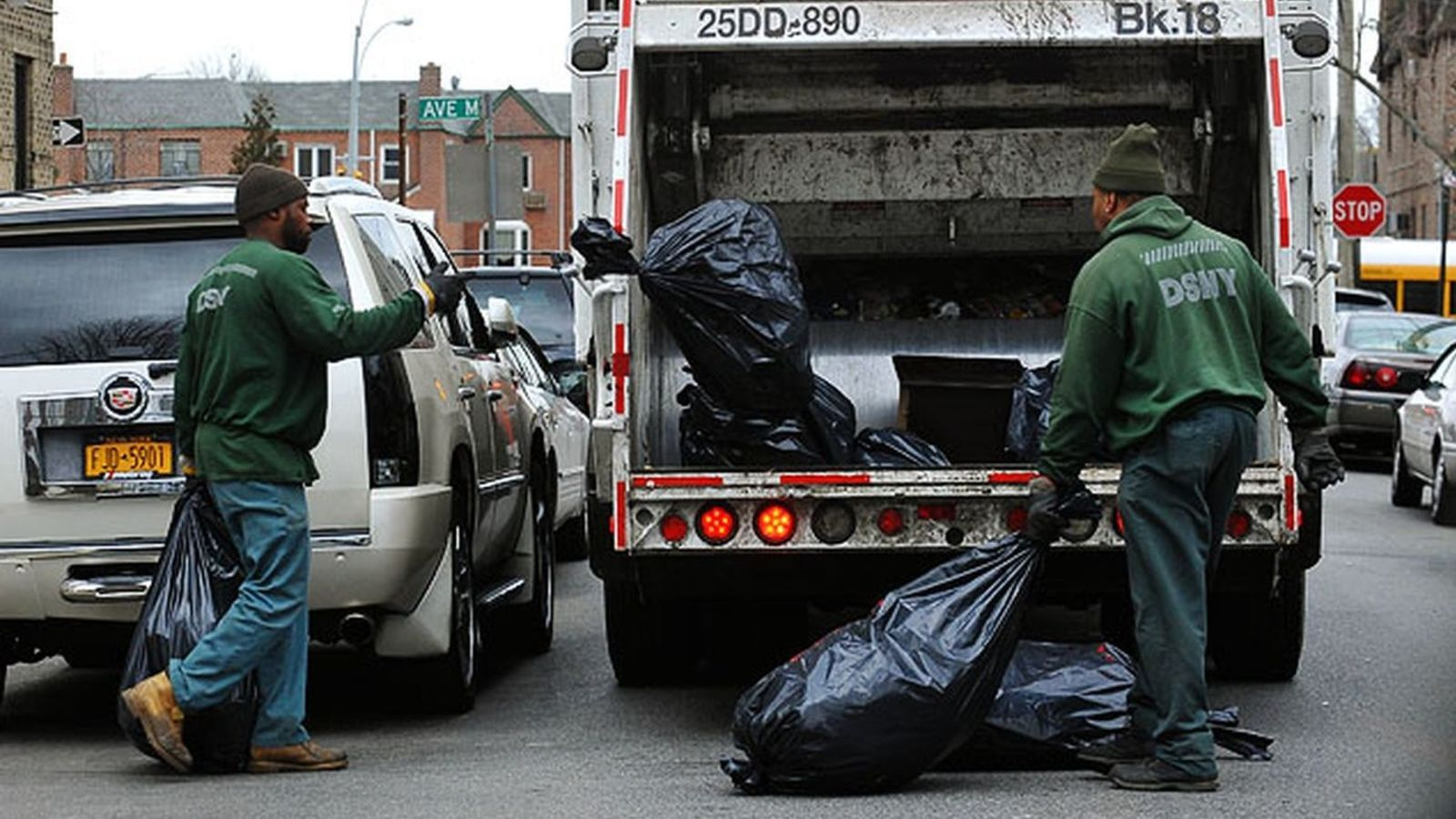 Reasons to Hire the Junk Pickup Services in Dade Area