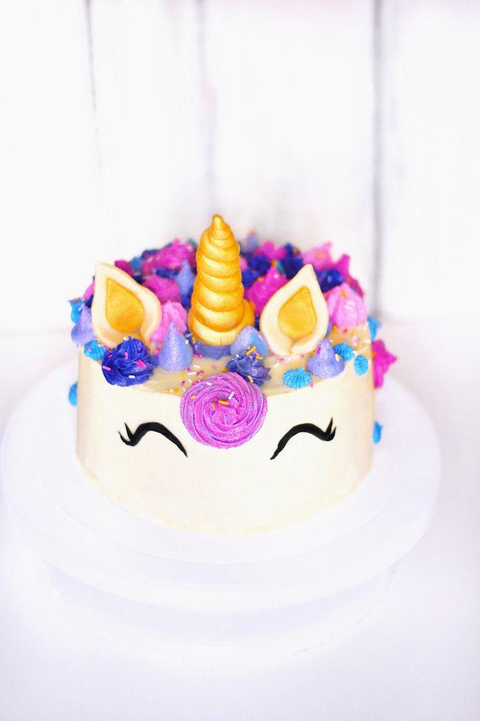 Einhorn Torte Mit Fondant, Goldenes Horn, Blaue Und Lila Blüten, Schöne Idee  Für