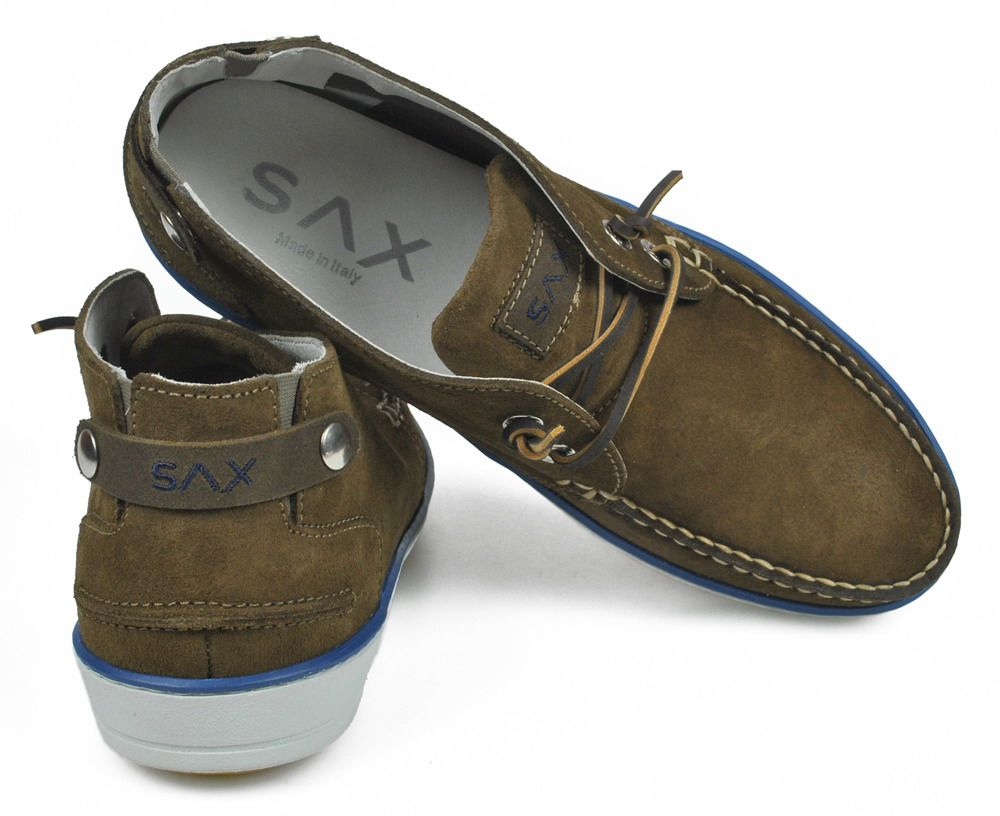 Taupe coloured leather moccasin. Upper part in amalfi; blue and white rubber sole, ideal model in every occasion. Besides the stunning look, this shoe also offers a great comfort thanks to its soft inner sole. Italian product.