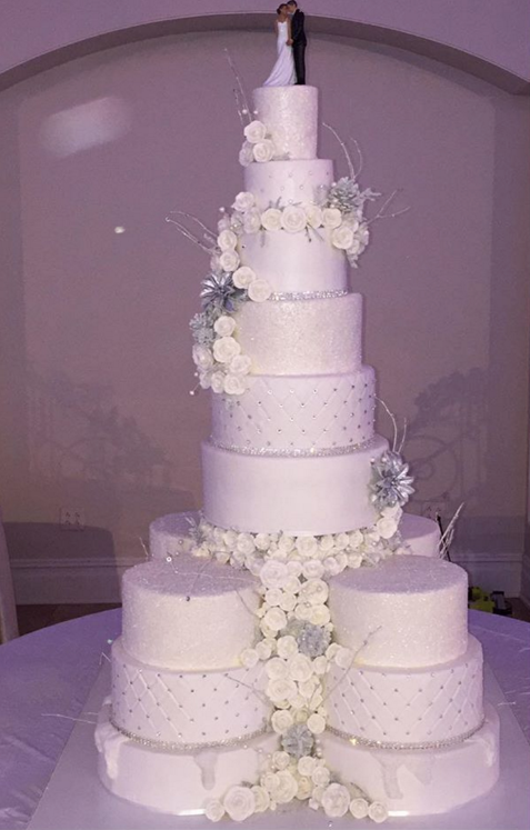 Photos Remy Ma And Papoose Wed In Lavish Ceremony Inside The Fabulous Wedding Lhhny Gorgeous Wedding Cake Wedding Cake Photos Christmas Themed Cake