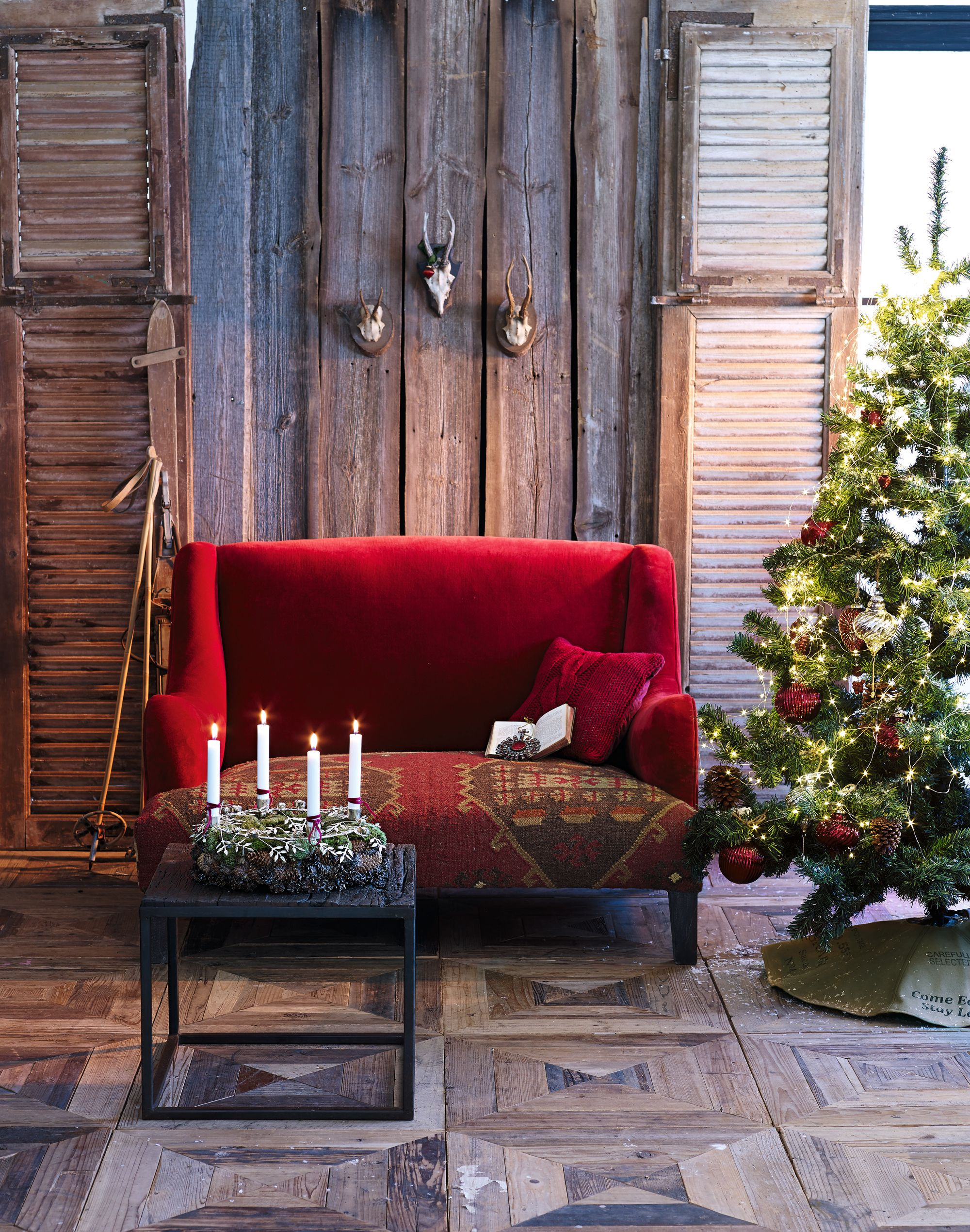 Rot und Samt - eine edle und schöne Kombination passend für die Weihnachtszeit #loberon
