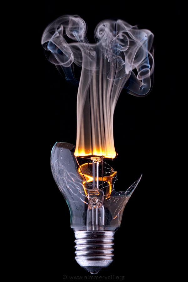 lamppu rikkoutuu: upea stilli rajähdyksestä