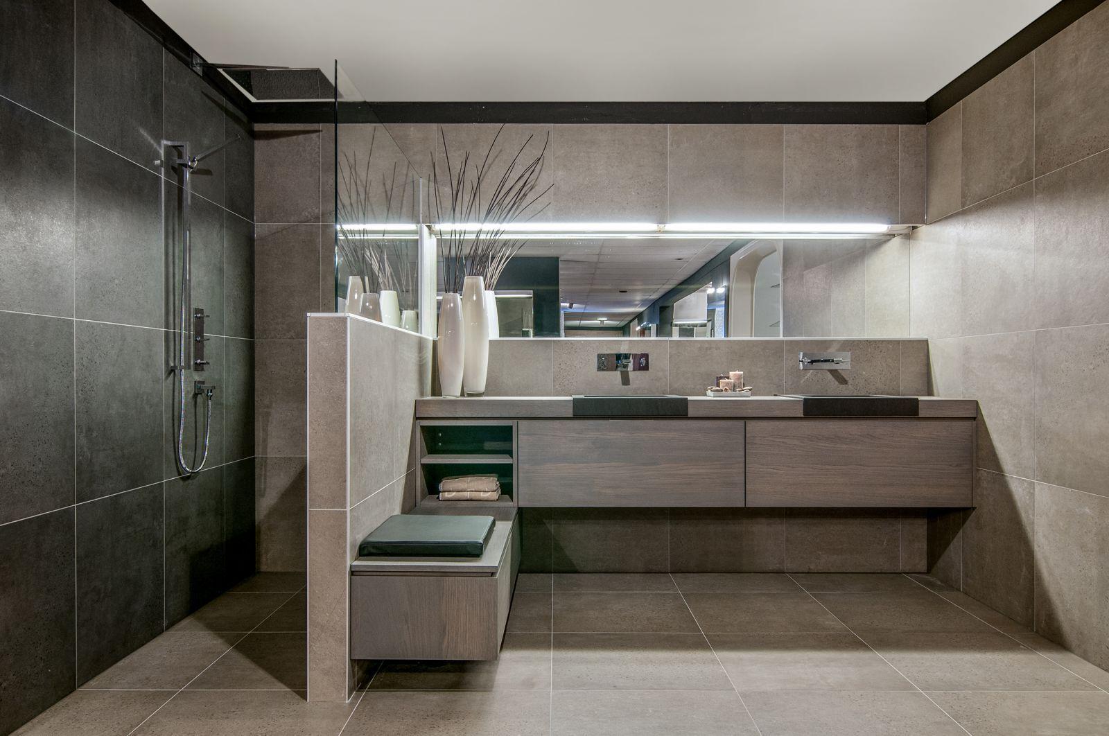 Afbeeldingsresultaat voor grote badkamer met inloopdouche en bad ...