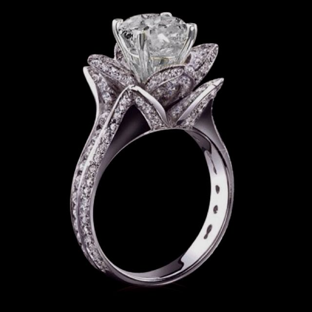 The most beautiful wedding ring I've ever seen Love the way it's shaped like a flower When