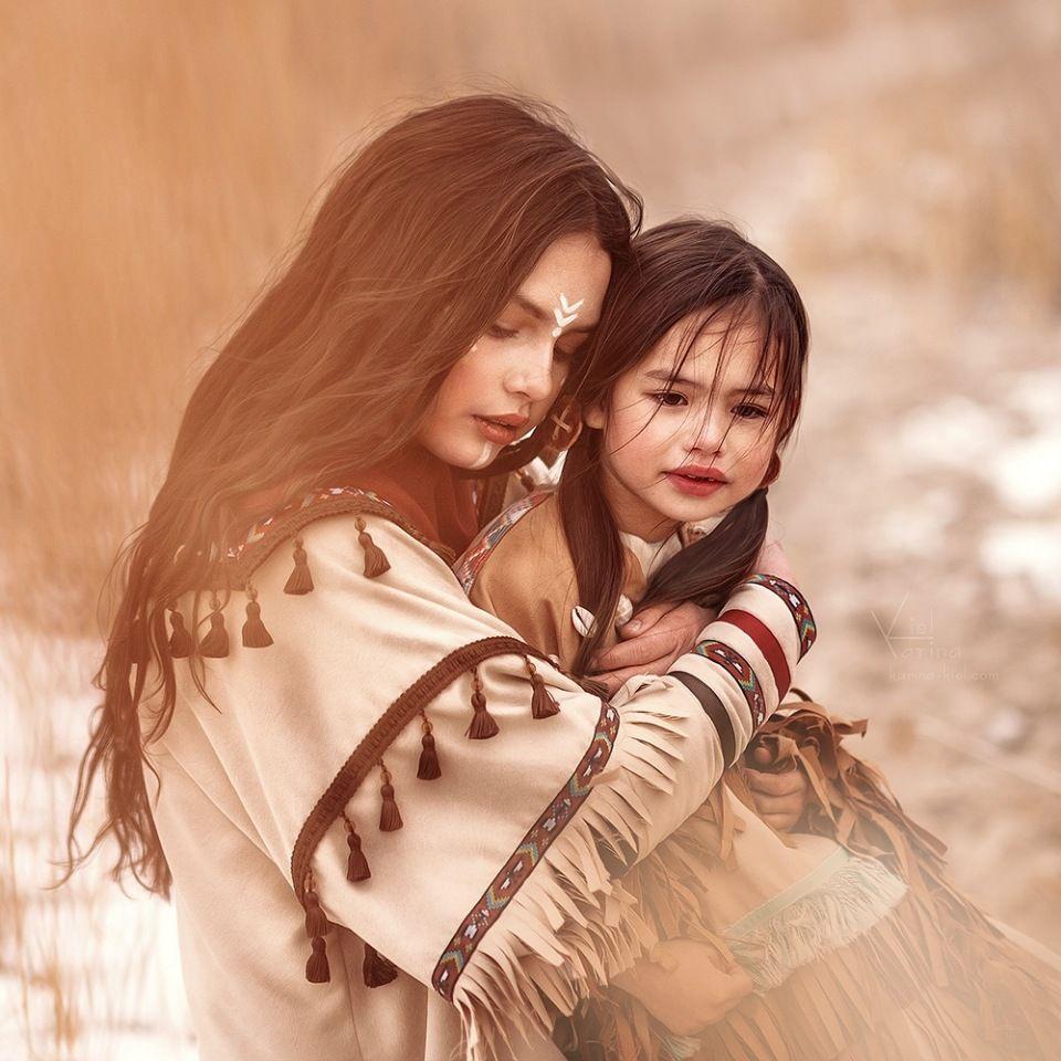 Мама и дочка - они так похожи!...Мама и дочка - две ...