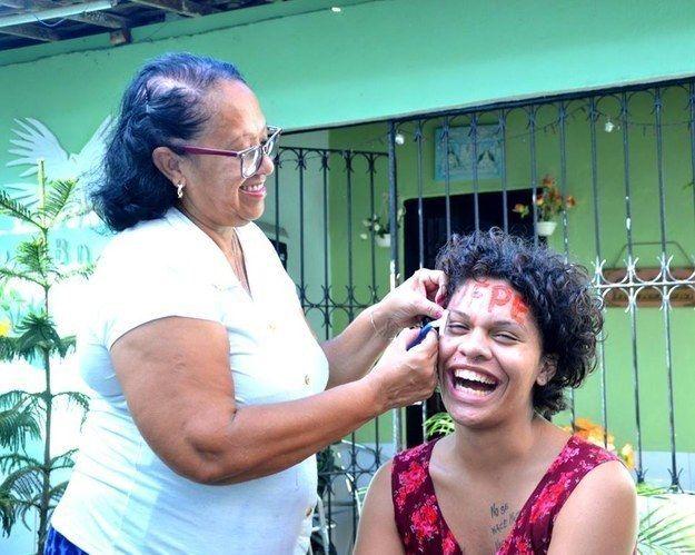 A jovem Maria Clara Araújo, que fez um relato emocionante ao passar na universidade pública.   20 mulheres que arrasaram demais em 2015