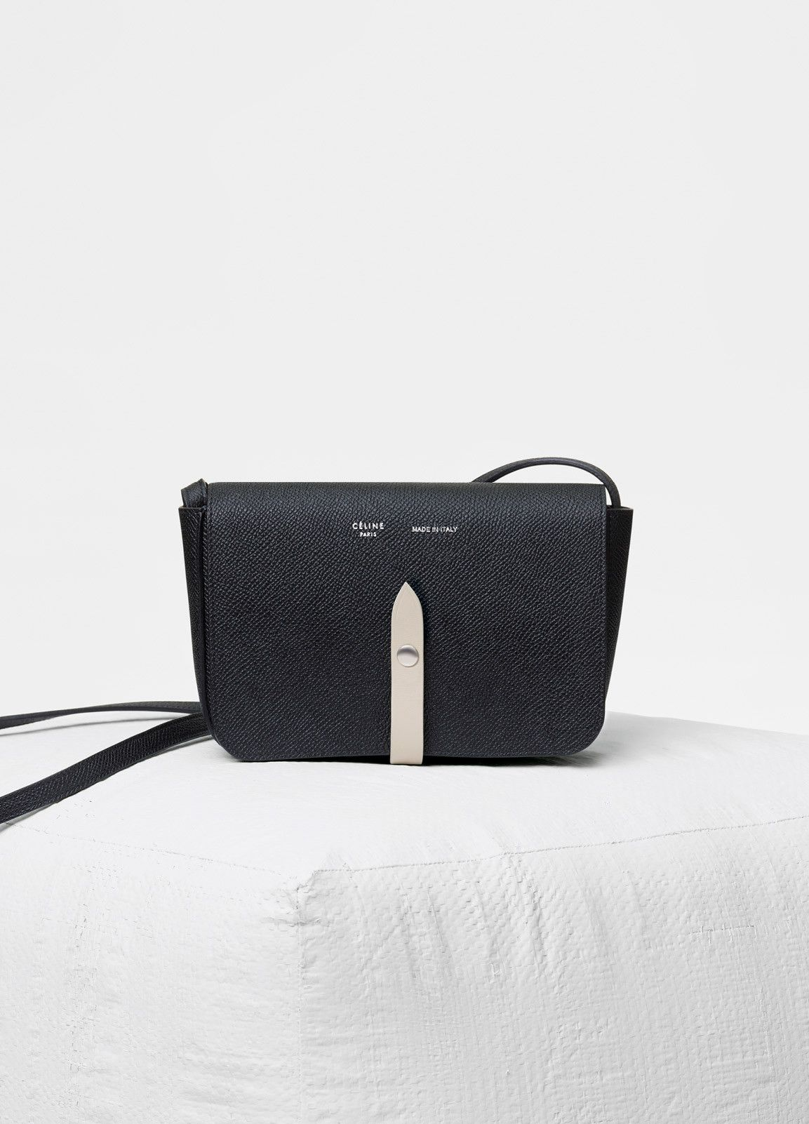 Strap clutch in grained and shiny calfskin - セリーヌについて