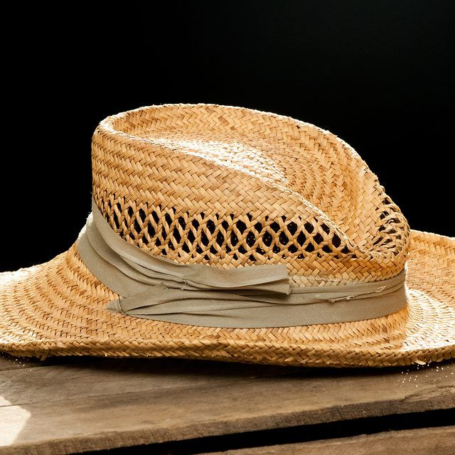 How To Reshape A Straw Hat Ehow Straw Hat Diy Straw Hat Hats