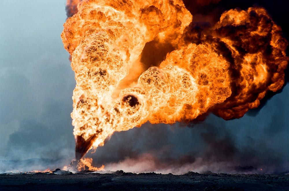 Kuwait Invasion: The Evidence - Oil Well Fire | Oil well, Oil and gas, Fire  image