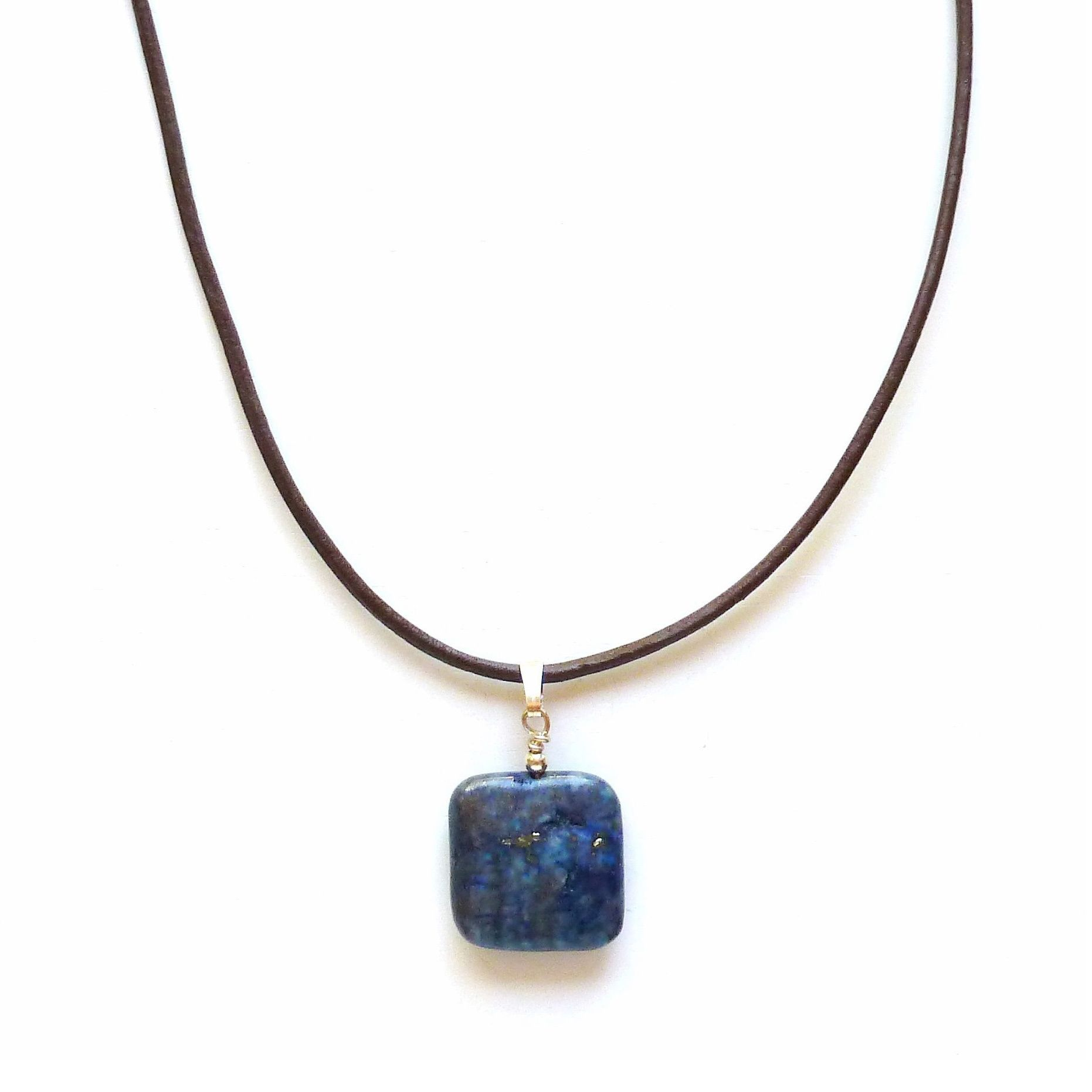 This stylish pendant features a contemporary squarecut lapis