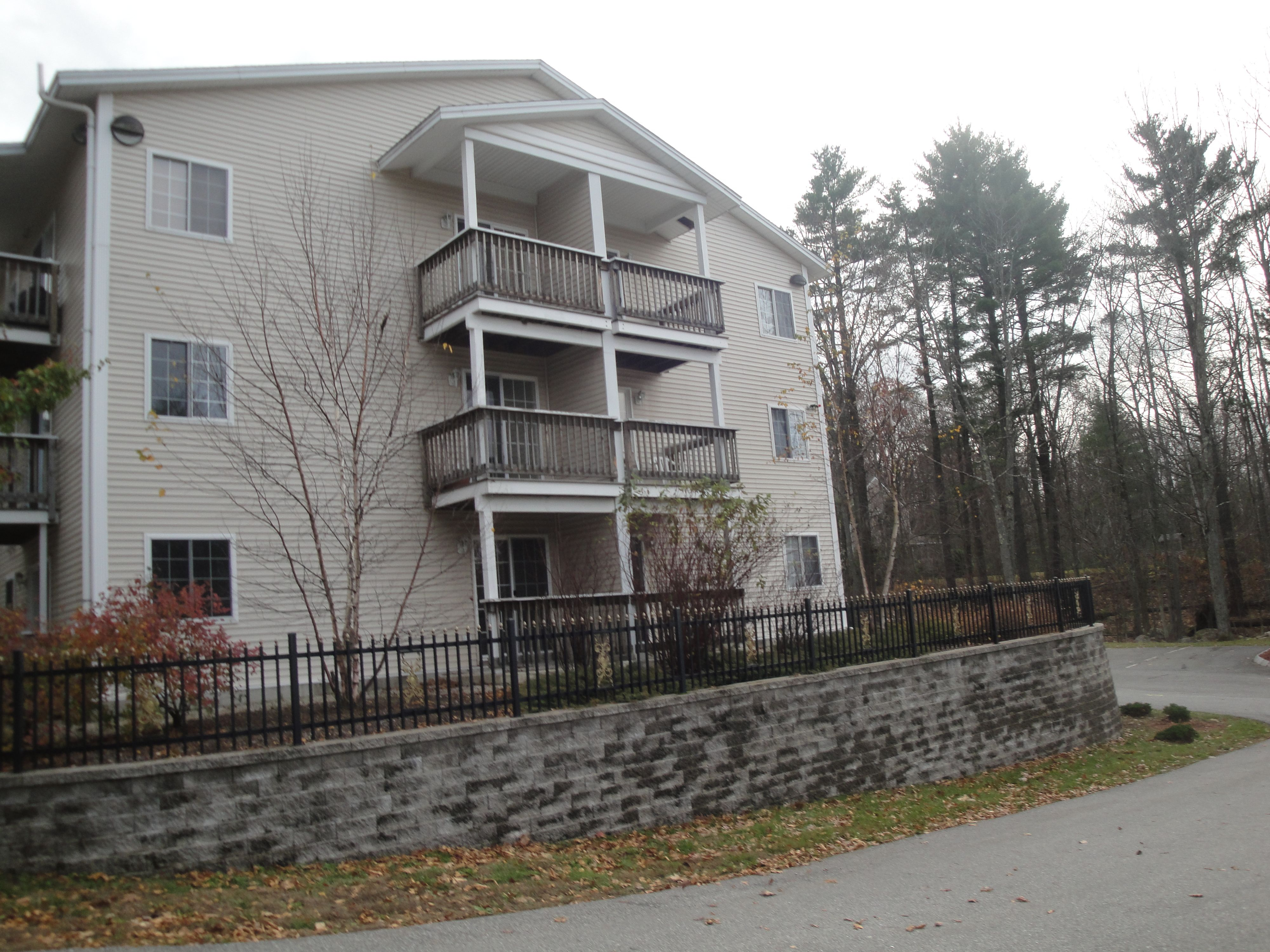 Great Location And Features At Hooksett Hollows Condos Located On 99 Mammoth Rd In NH Every Condo Has Granite Counter Top Stainless Steel