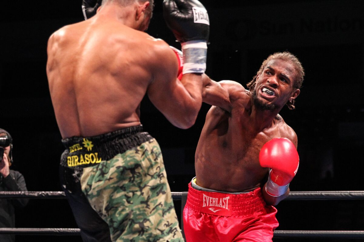 Yenifel Vicente Knocks Out Juan Dominguez In Third Round Of The Premier Boxing Champions On Fs1 And Fox Deportes Results Photographs Fightbook Mma Ufc Boxing Champions Champion Knockout