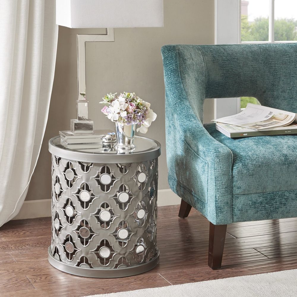Silver Orchid Olivia Quatrefoil Mirror Accent Table Silver Silverorchid Glamtransition Mirrored Accent Table Accent Furniture Living Room Living Room Table