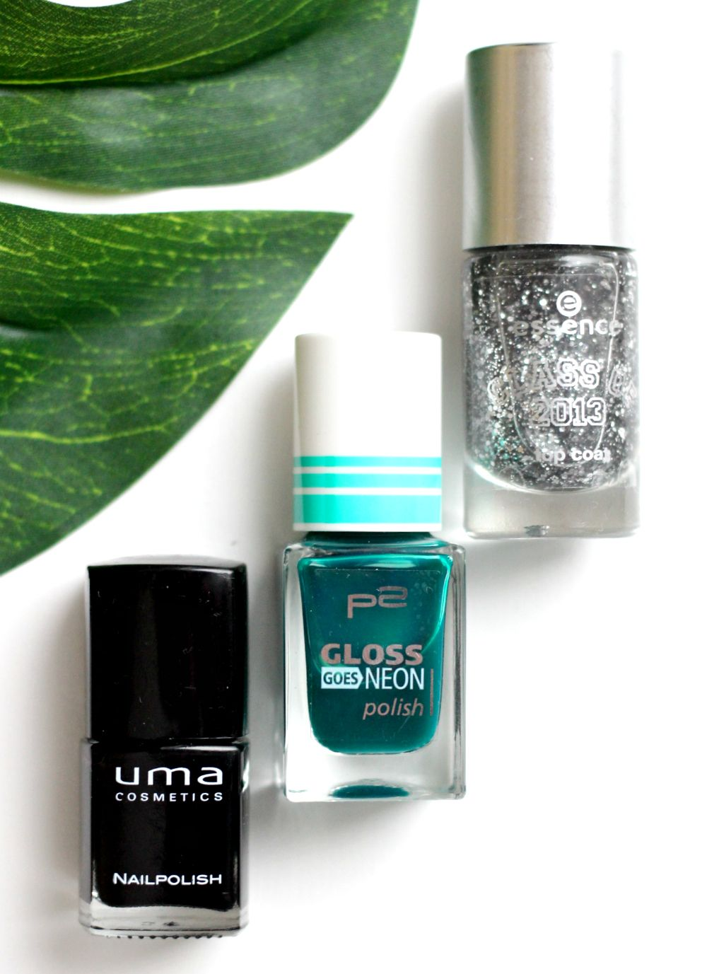 P2 gloss goes neon nailart
